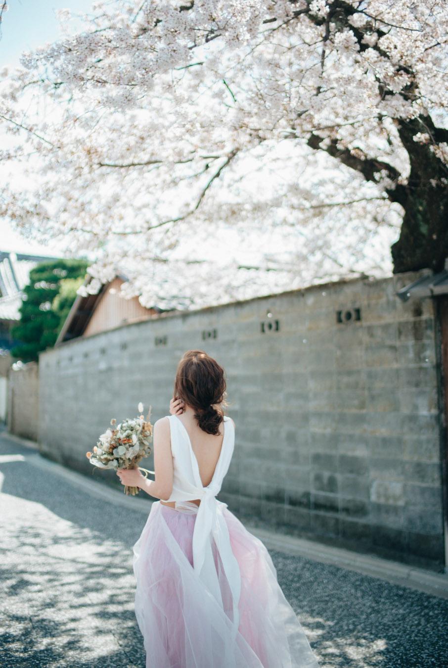 bride-in-pink wedding dress in japan-sakura