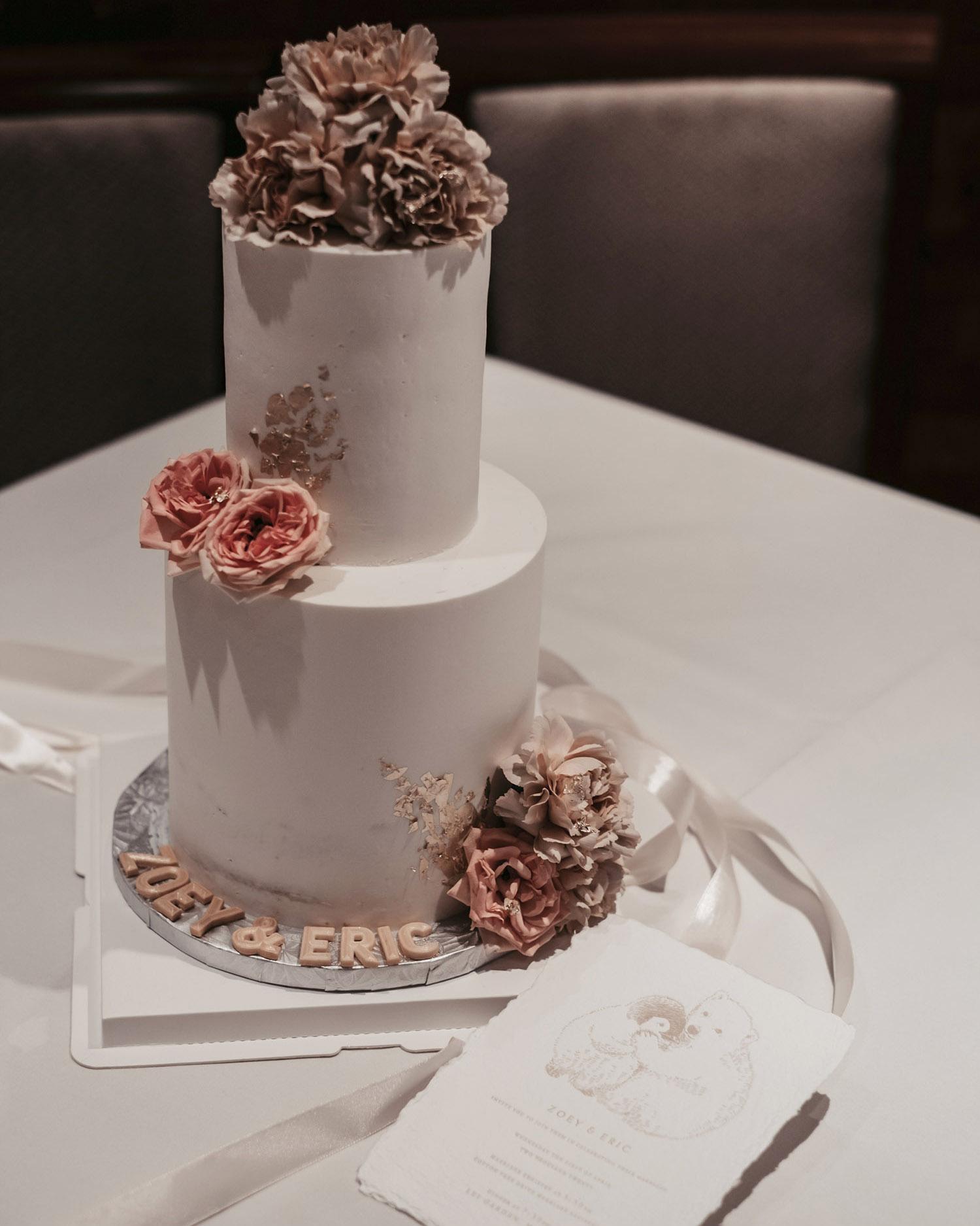 wedding-cake-with-deckled-edge-wedding-invitation